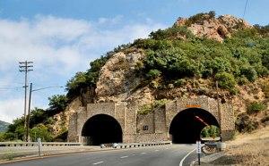 tunnelunderrock